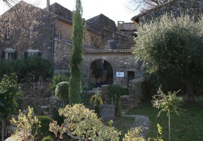 Location de vacances g tes de charme pr s d 39 uzes dans le gard for Le petit jardin uzes